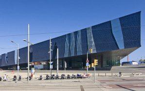 L'edifici Fòrum, la gran plaça que Barcelona desaprofita