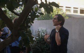 Ricardo Flores ensenya la Casa Providència de Badalona