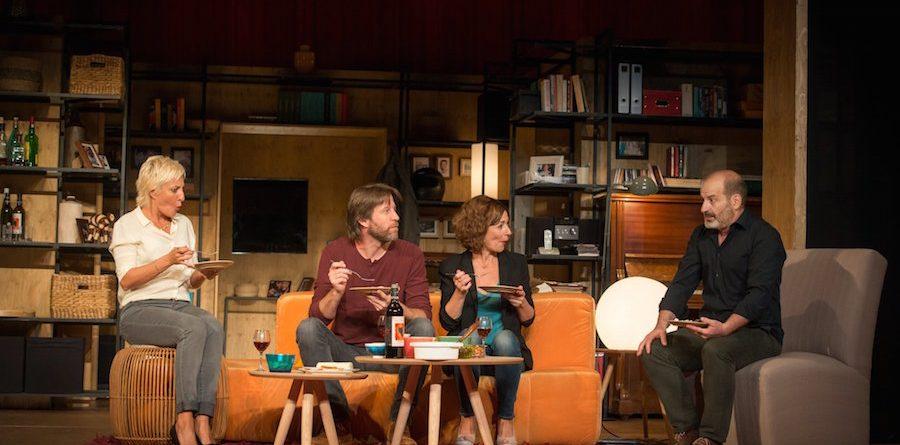 Los vecinos de arriba Josep Julien Cesc Gay Eva Hache Andrew Tarbet Teatre Condal Maria Lanau