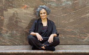 """Arundhati Roy: """"Quan hi ha tanta violència, la memòria de…"""