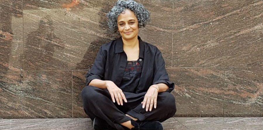 arundhati roy el dios de las pequeñas cosas el ministerio de la felicidad suprema literatura india cccb cachemira