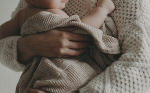 El que remou la maternitat