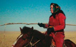 'El huevo del dinosaurio', una dona coratjosa a Mongòlia