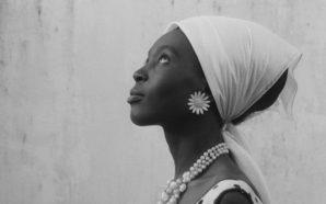 'La Noire de…', la vida lluny dels somnis d'una minyona…